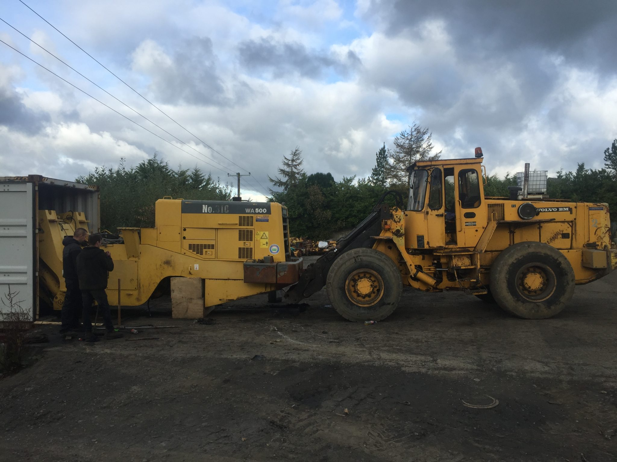 Komatsu WA500 dismantled and loaded into 2 x 40ft containers for customer in Vietnam